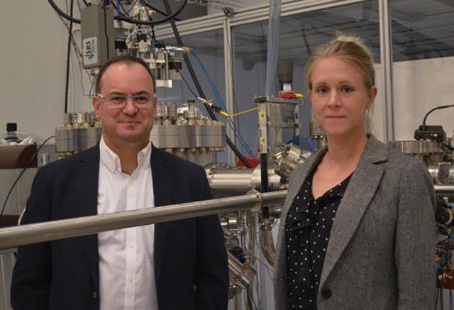 Vicente Calvo, PDG de Comptek, et Marjukka Tuominen, responsable de la recherche